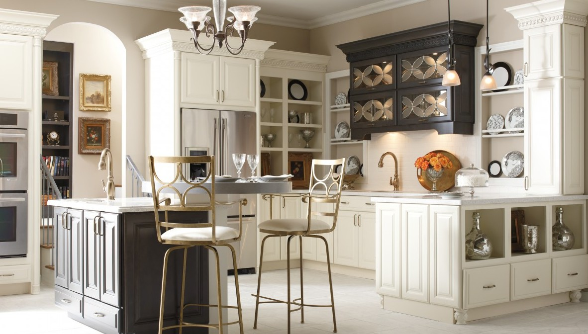 Kitchen in Schrock Cabinetry