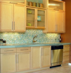Modern Kitchen Design With Glass Tile